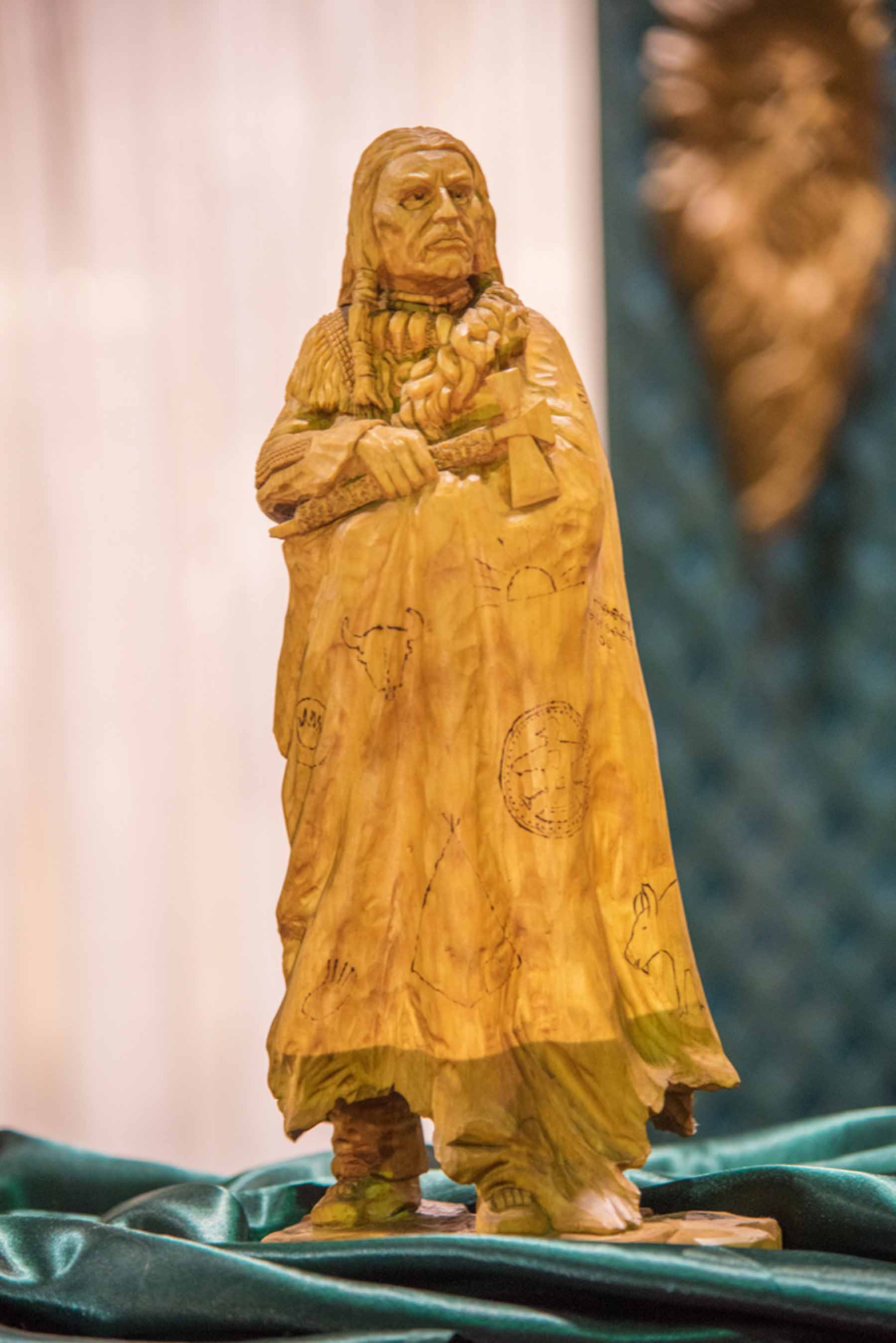 2015 Artistry in Wood, Dayton carving show. Show and candid photos. Feature exhibit with Vic Hood.